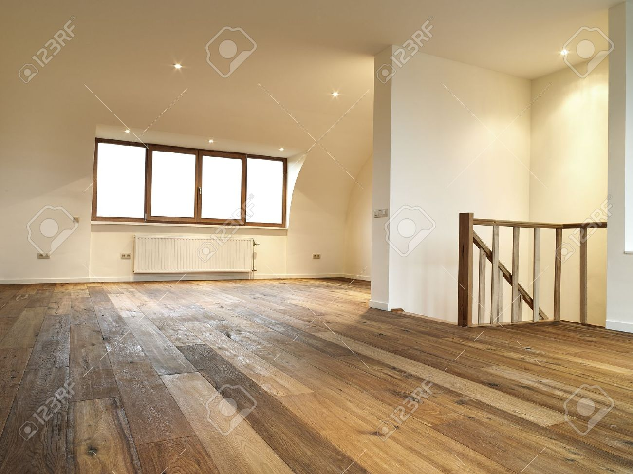 modern interior with wooden floor, there is a path for windows Standard-Bild - 16512462