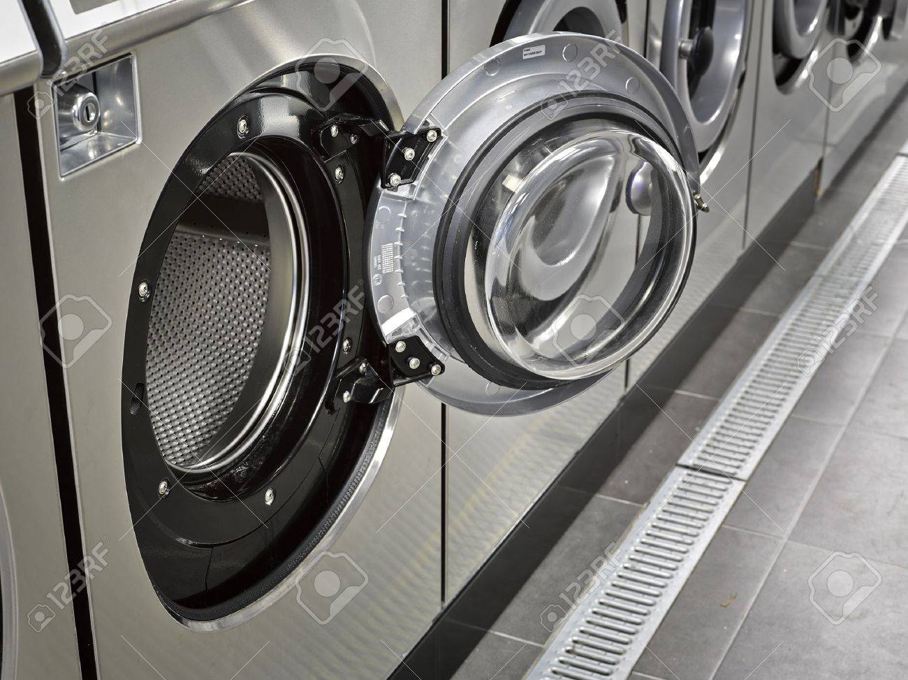 A row of industrial washing machines in a public laundromat Standard-Bild - 16813445