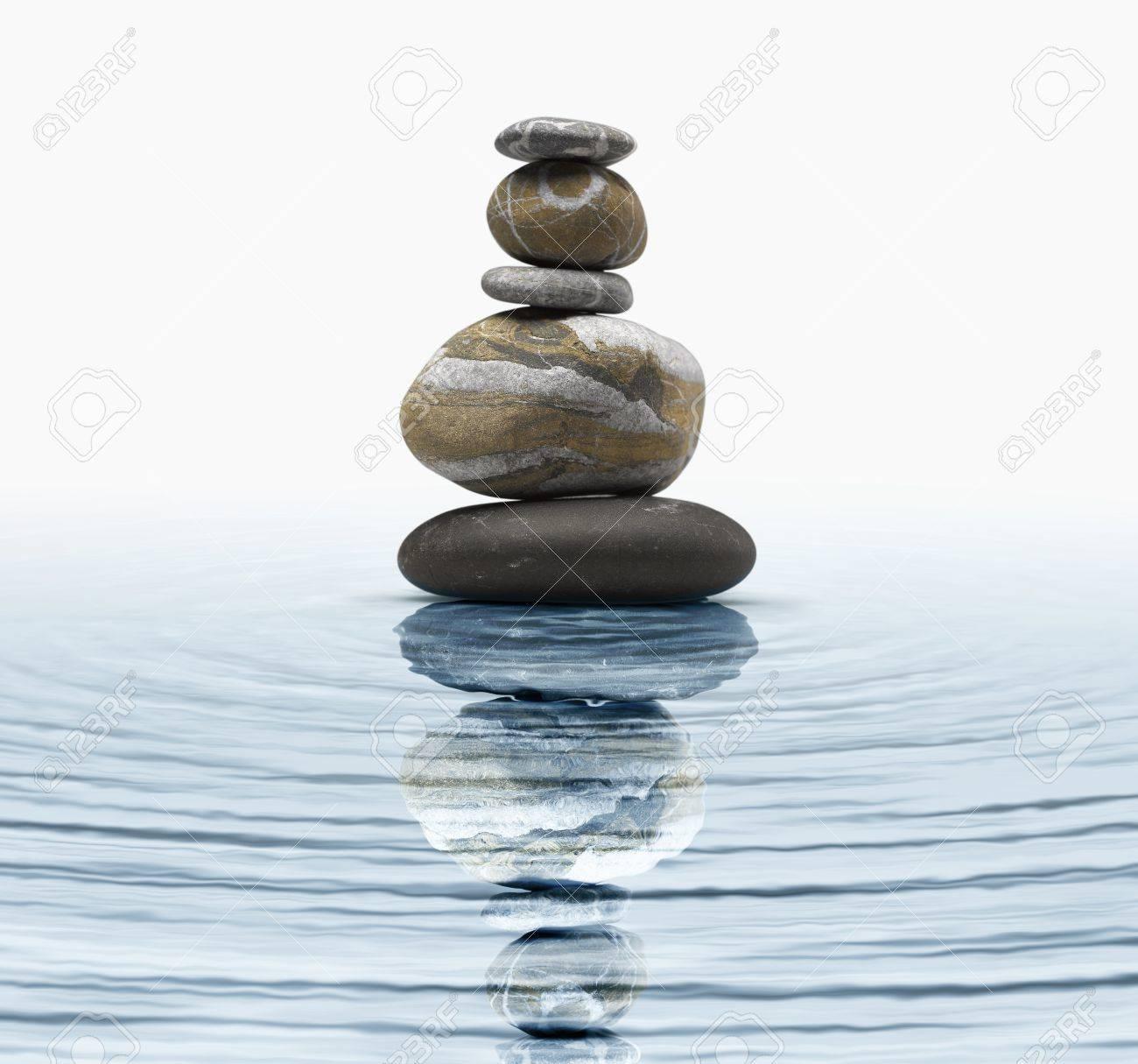 piedras zen en agua foto de archivo 17363998 - Piedras Zen