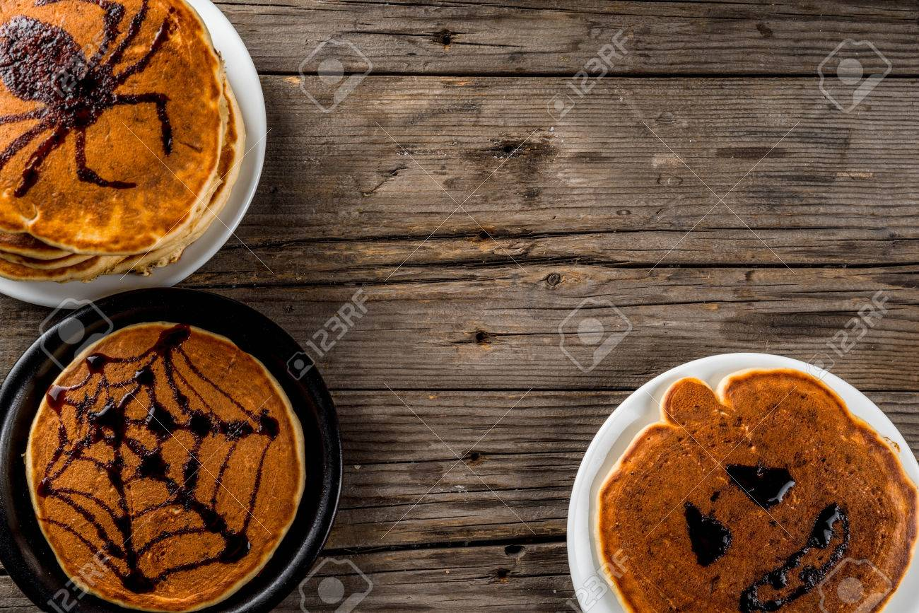 Halloween Eten Kinderen.Ideeen Voor Ontbijt Zijn Halloween Eten Voor Kinderen Pompoentaartpannenkoeken Versierd Met Chocolade Siroop In Een Traditionele Stijl Spinnenweb