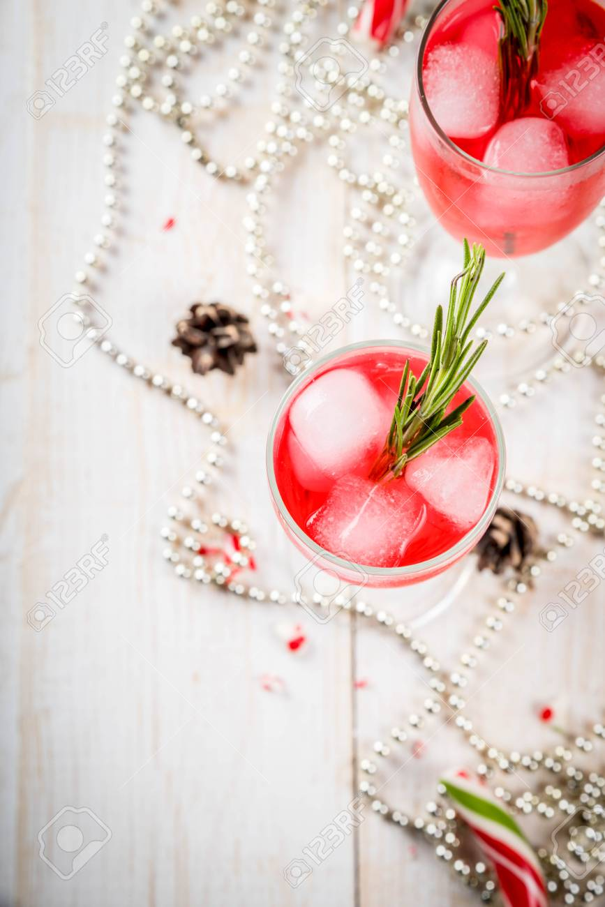 Christmas Drinks Alcohol.New Year S Christmas Drinks Red Alcohol Cocktail With Cranberry