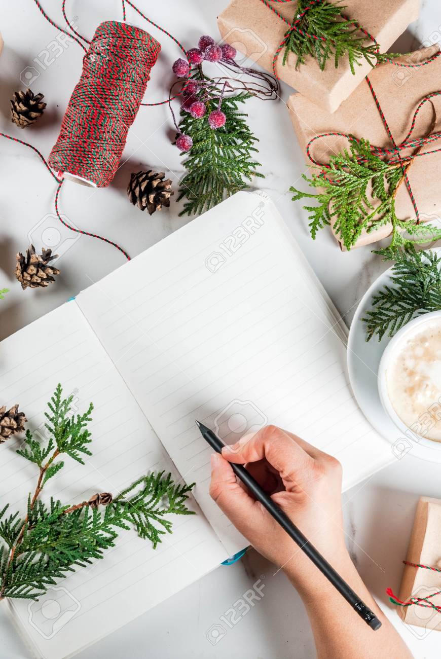 Frau Schreiben Wünsche Oder Tun Liste In Notizbuch, Kaffeetasse ...