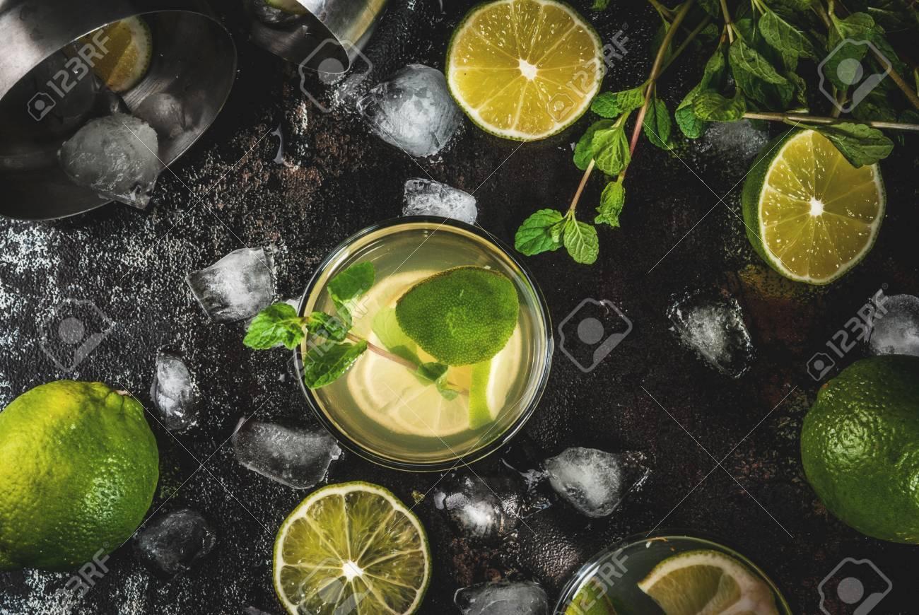 Cocktail De Limonade Ou De Mojito Fait Maison Avec Des Feuilles De Lime Et De Menthe Fraiches Fond En Metal Rouille Fonce Vue De Dessus D Espace De Copie Banque D Images Et Photos