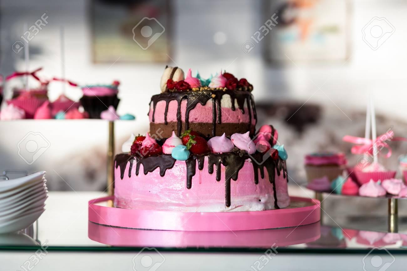Schicke Rosa Kuchen Kinder Kuchen Geburtstagskuchen Sussen Tisch