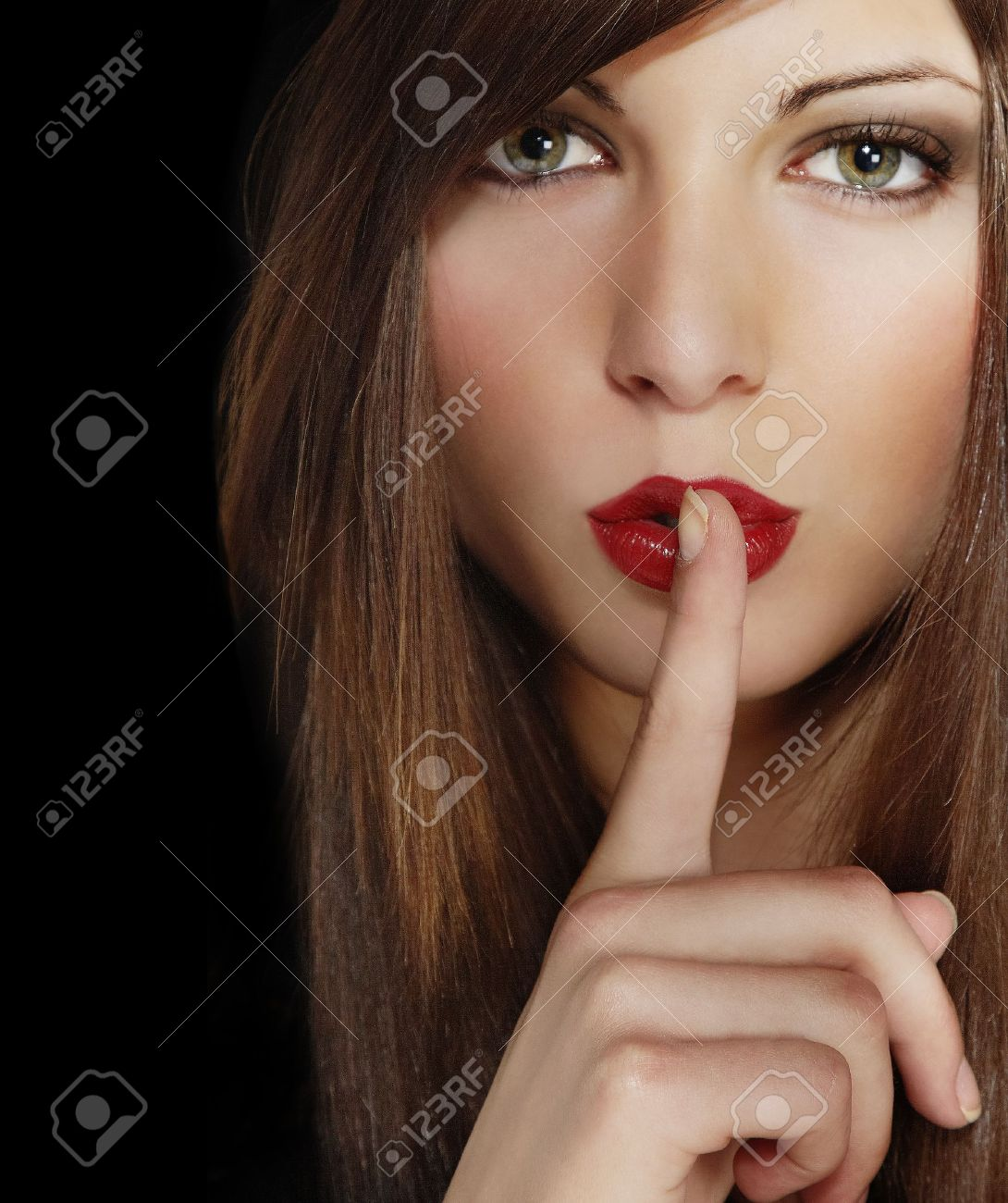 Фото красивых девушек с пальцем во рту 12 фотография