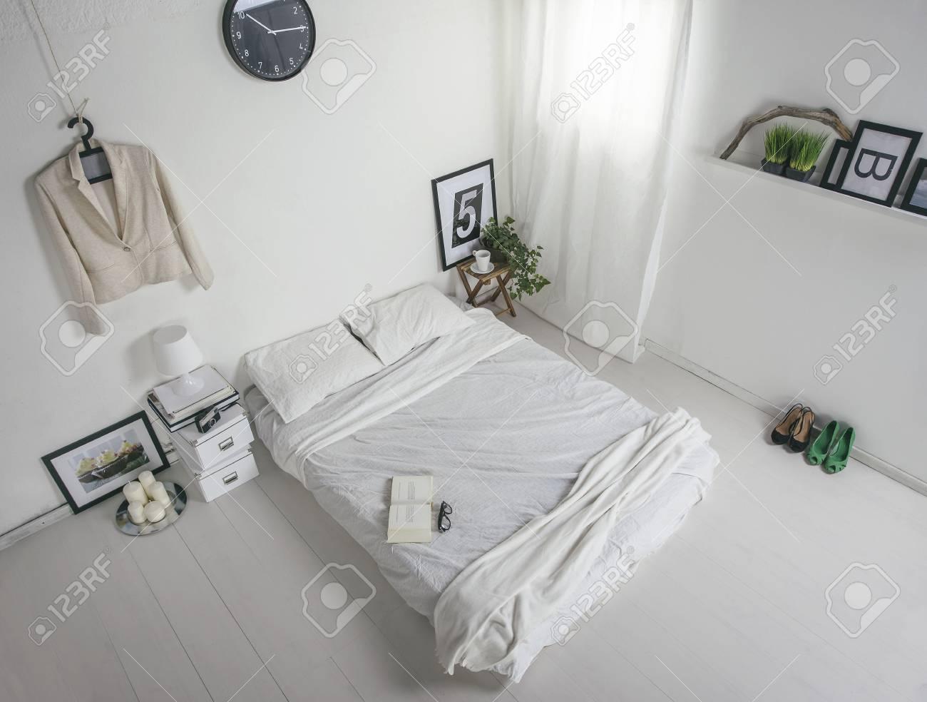 De Witte Slaapkamer : De witte slaapkamer royalty vrije foto plaatjes beelden en stock