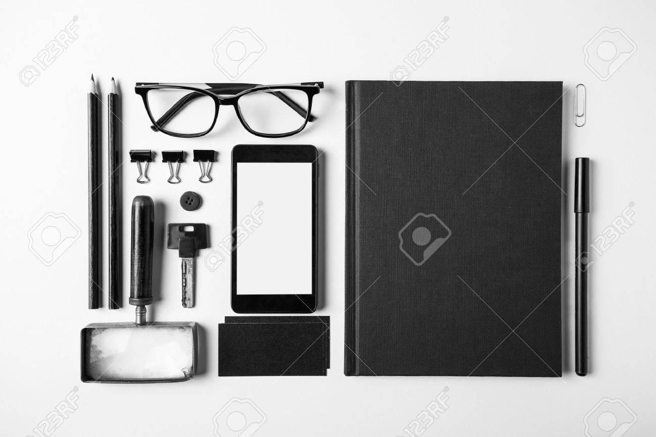 Bureau Noir Et Blanc aérienne du bureau de l'essentiel des objets en noir et blanc