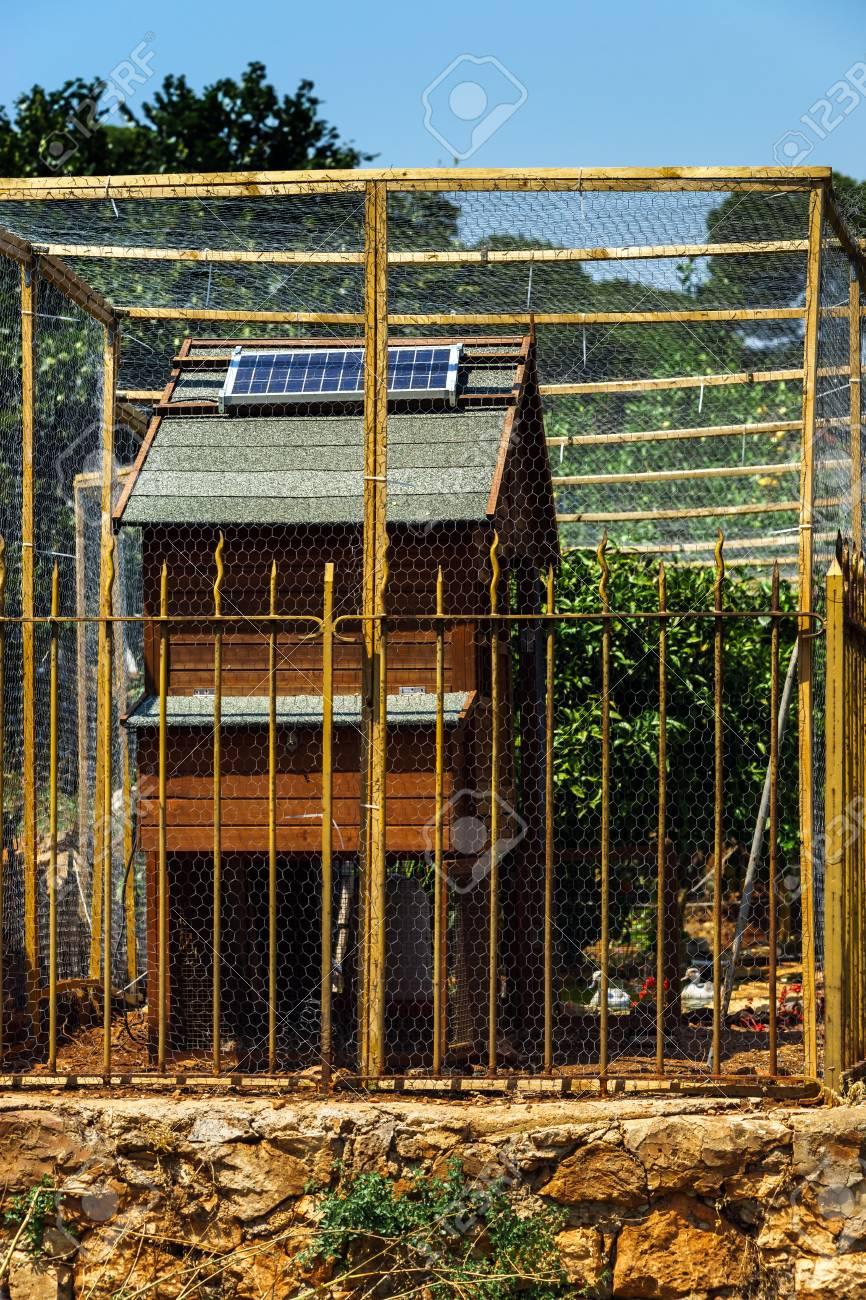 Maison Toit De France cellules solaires sur le toit de la maison de poulet, les économies  d'énergie, france