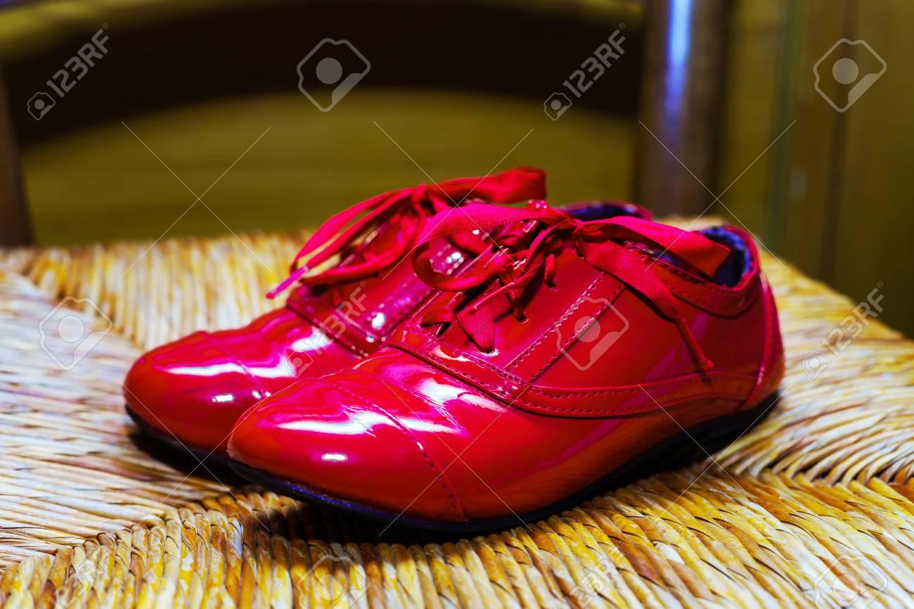Rétro FilleVernis Chaussures Rouges FilleVernis Chaussures Rouges Ancienne Ancienne Chaussures Rétro Ancienne Rouges Rétro QrdBCWxoe