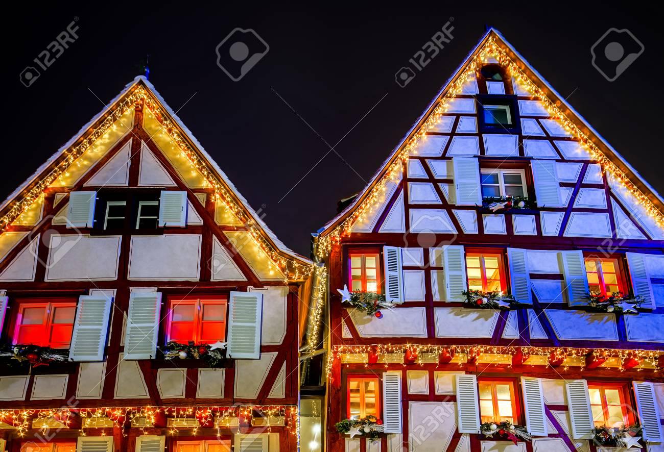 Wundervolle Weihnachtshervorhebung In Colmar, Elsass, Frankreich ...