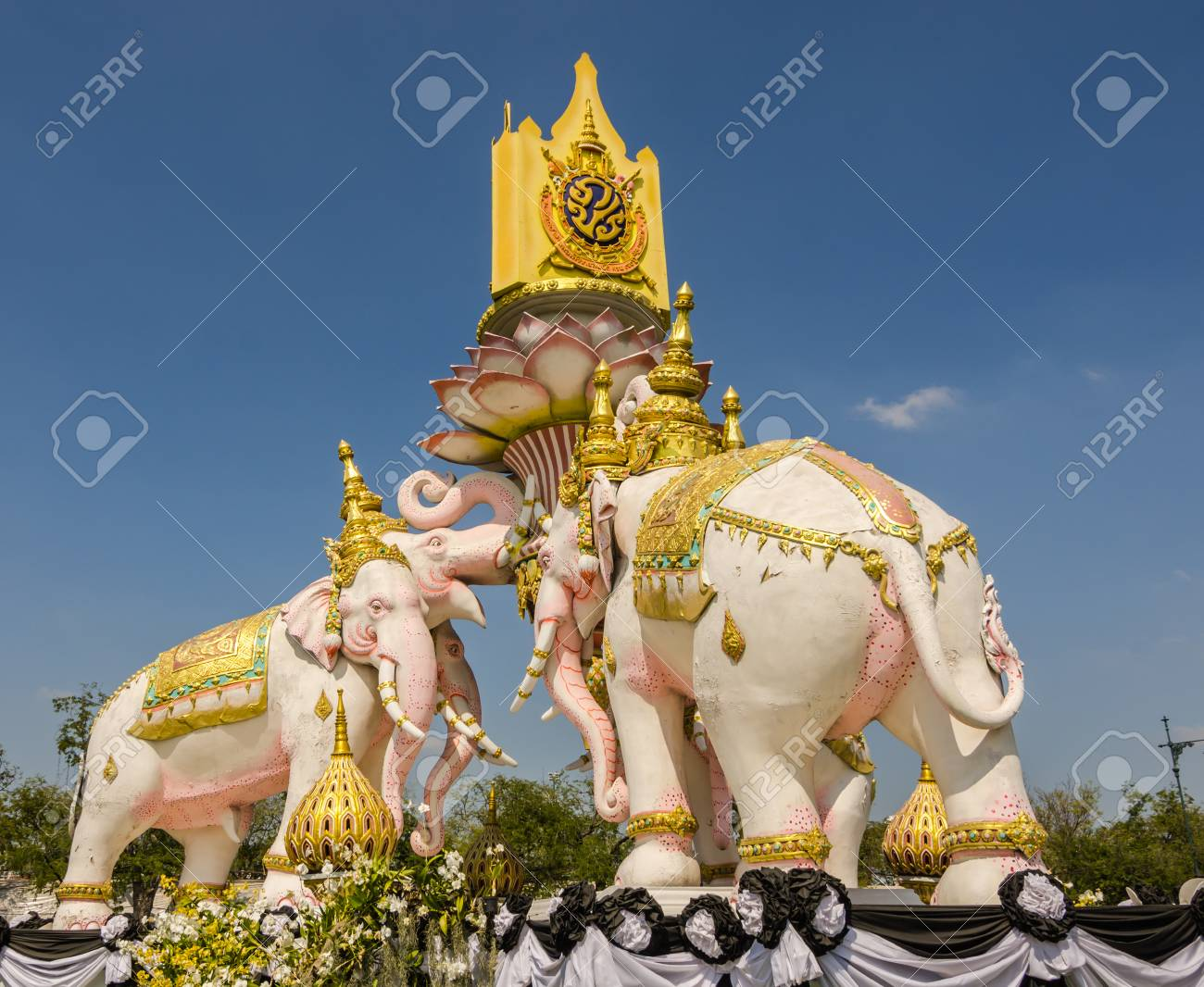 Three Head Elephant Present Symbol The Last King In Front Grand