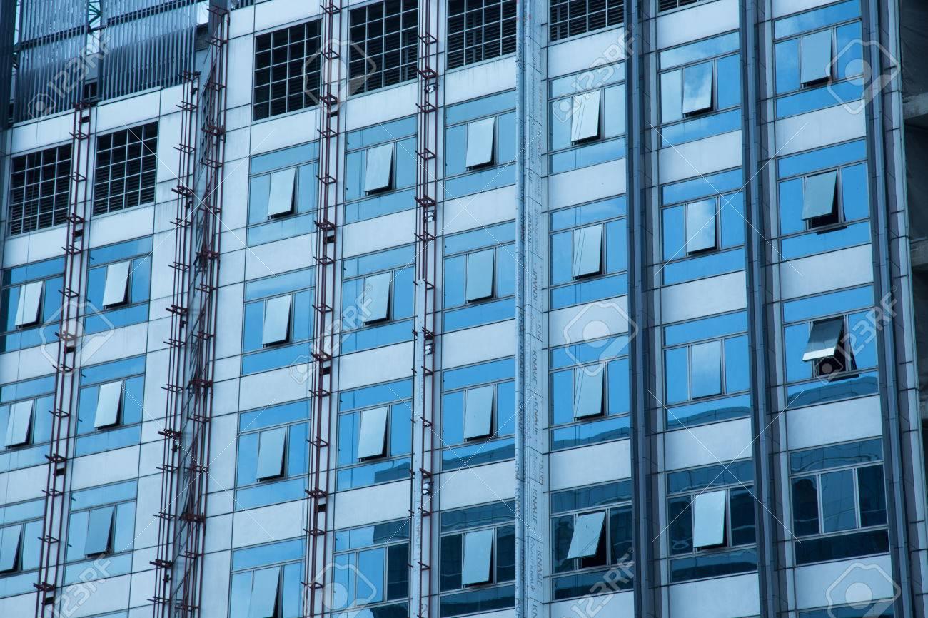 Immeuble de bureaux moderne de conception reflex fenêtre banque d