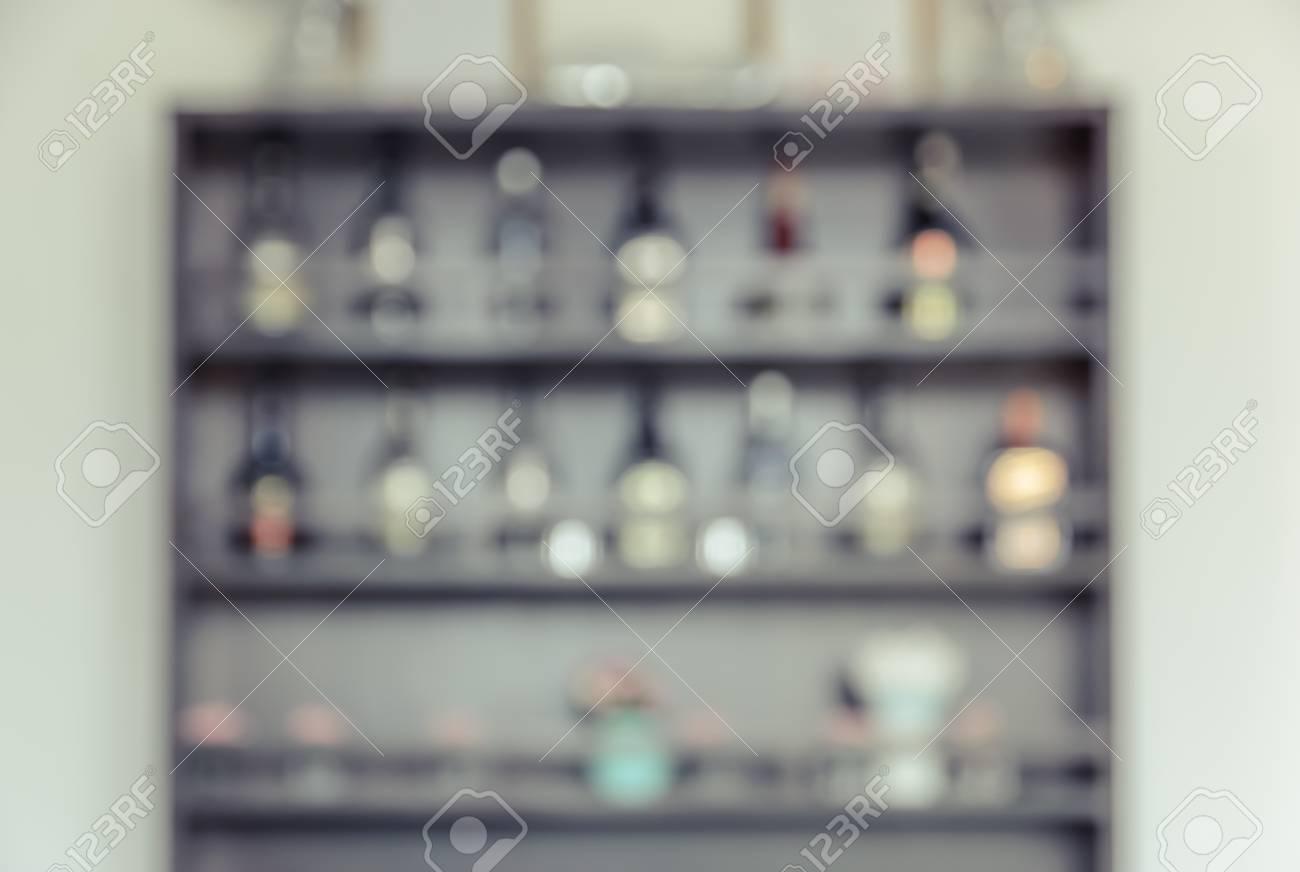 Verschwommenes Hintergrundbild Der Bar Zurück Mit Regal Von Likör ...