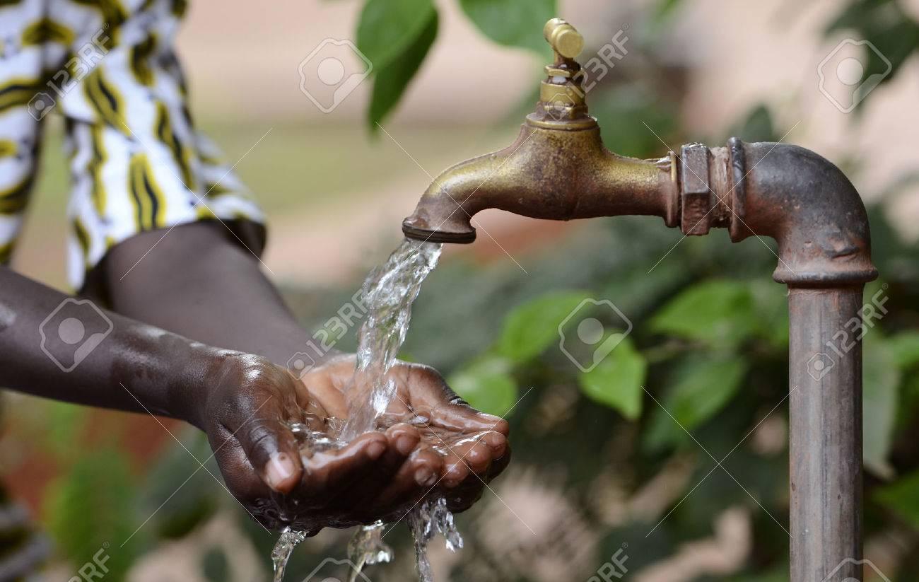 ragazze nere con i rubinetti