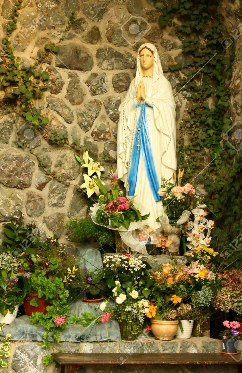 A grotto of the blessed virgin Mary Stock Photo - 5998269