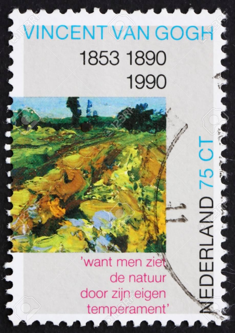 PAÍSES BAJOS - CIRCA 1990: un sello impreso en los Países Bajos muestra La Viña Verde, detalle de la pintura de Vincent van Gogh, alrededor de 1990 Foto de archivo - 12179784