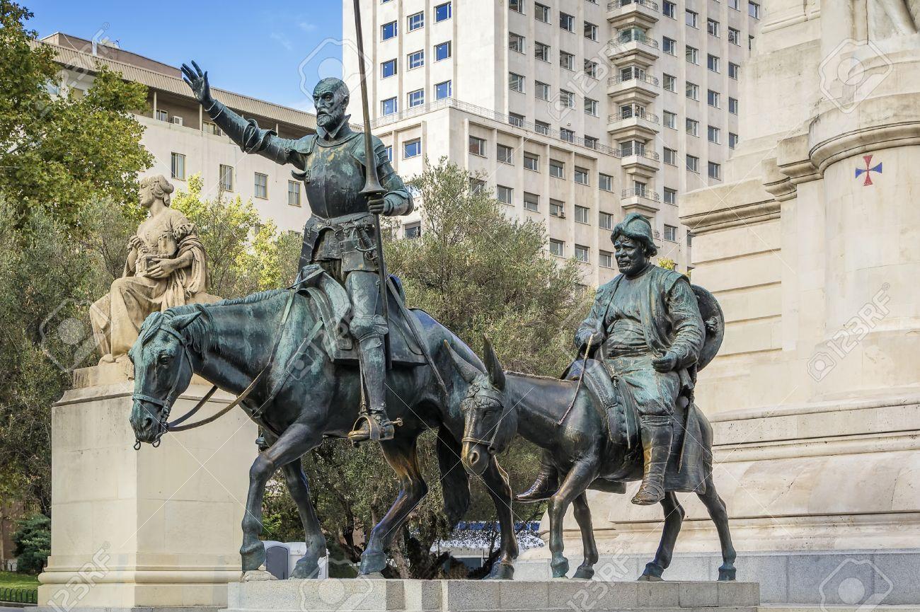 Sculptures En Bronze De Don Quichotte Et Sancho Panza Sur ...