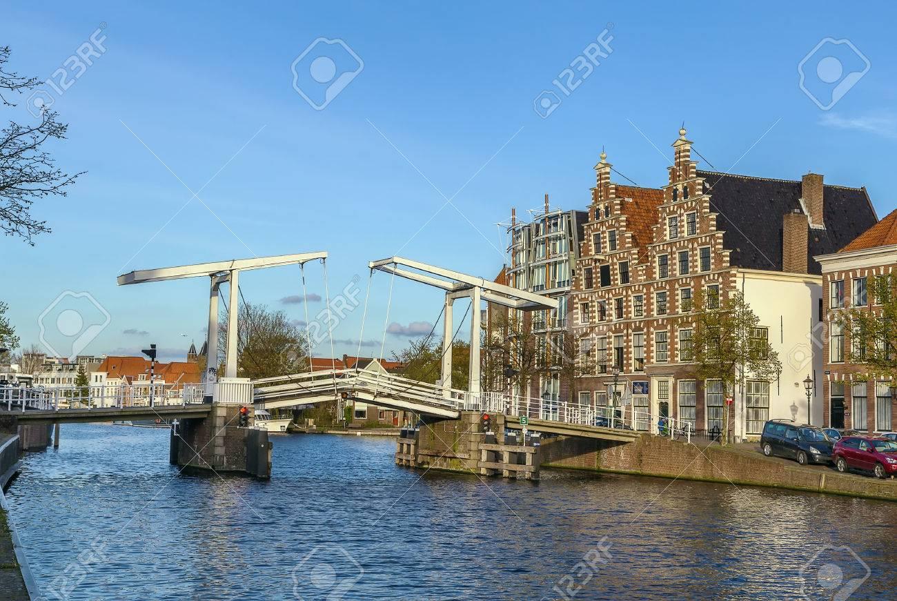 ハールレム、オランダで Spaarne...