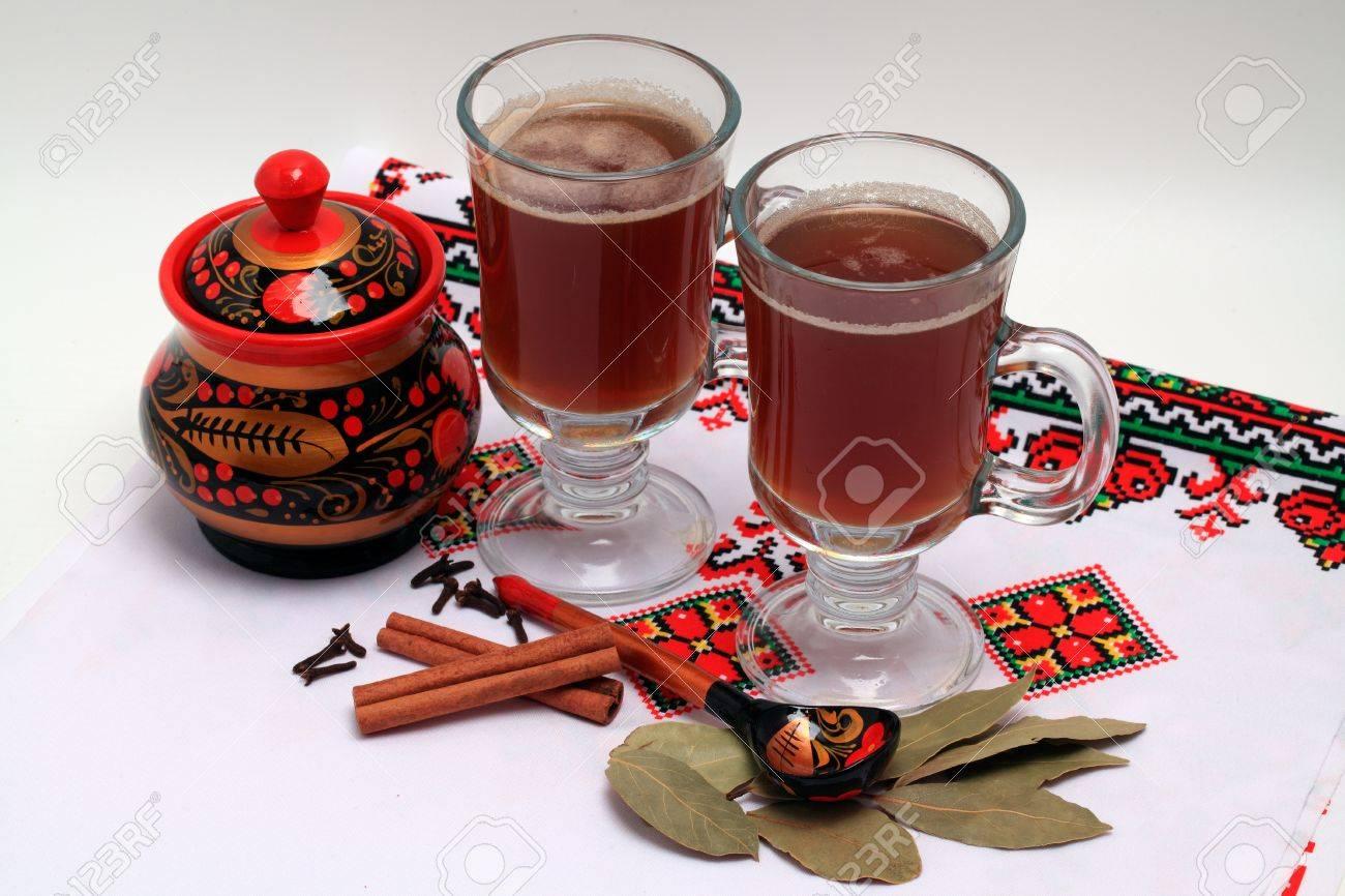 Russische Getränke Dienen In Nationalen Traditionen Lizenzfreie ...