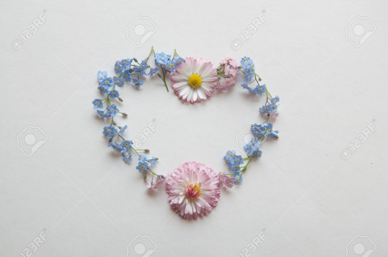 Herz Aus Blumen Schönen Rahmen Valentine Lizenzfreie Fotos, Bilder ...