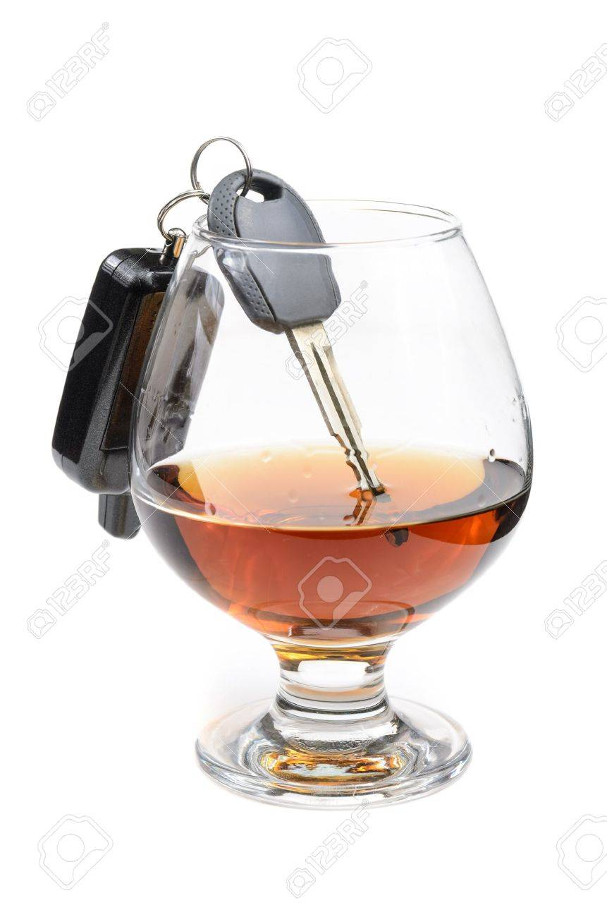 glass of alcohol and car keys. Photo isolated on white background Stock Photo - 17307892