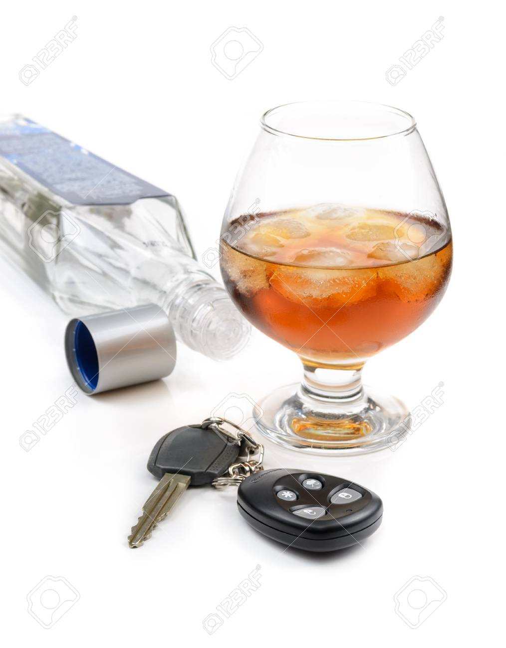 glass of alcohol and car keys. Photo isolated on white background Stock Photo - 17307878