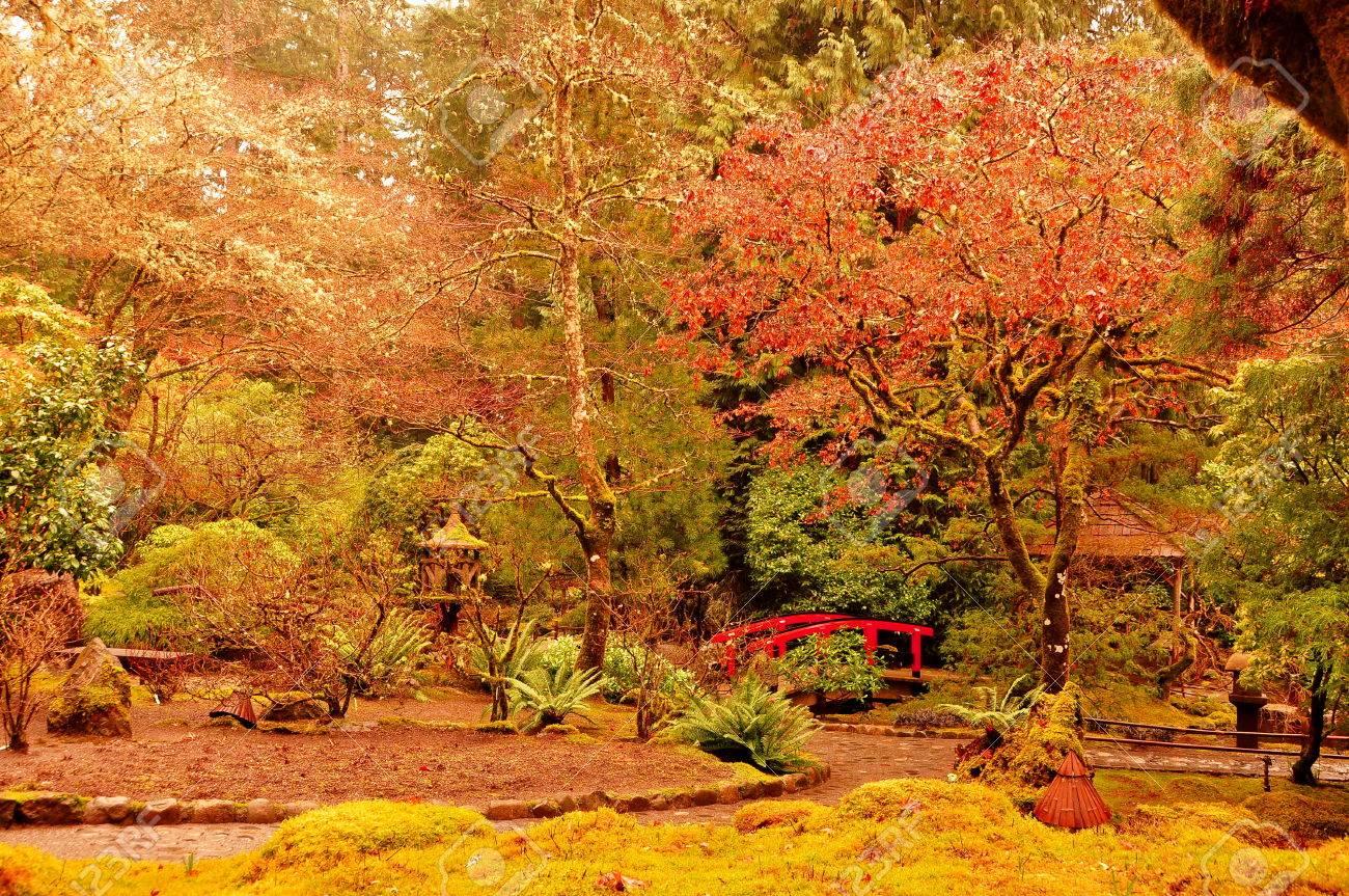 jardines japoneses en los jardines butchart en victoria bc foto de archivo