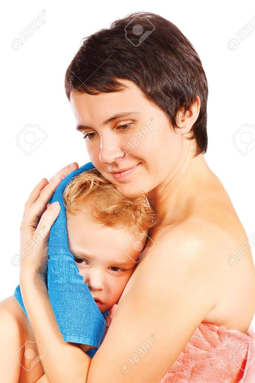 Mother wipes head to his son after bathing Stock Photo - 11905790