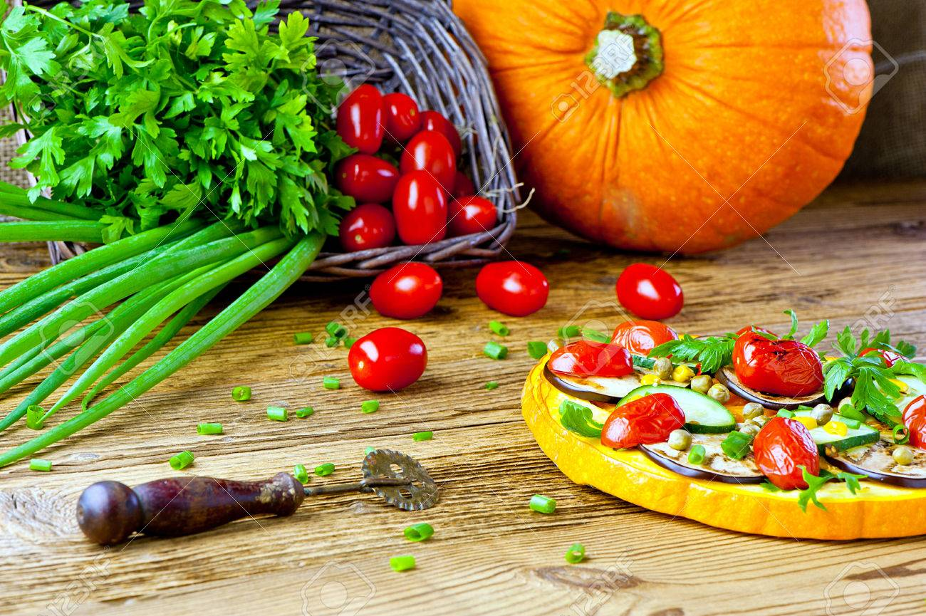 healthy vegetable pizza concept - pizza made of pumpkin and vegetables - 31285296