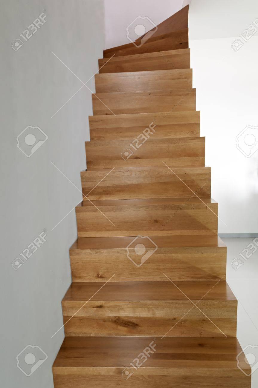 escalier en chêne bois banque d'images et photos libres de droits