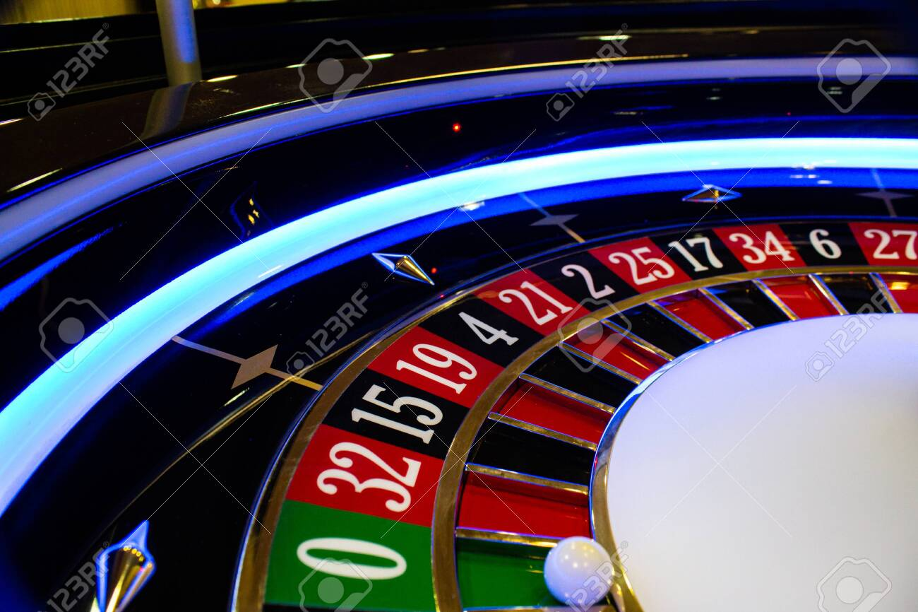 traditional roulette wheel, handmade with classic look - 147299517