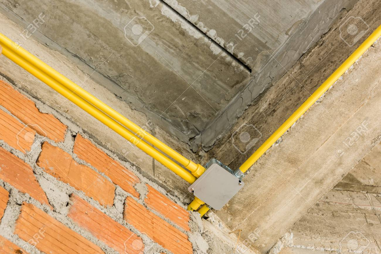 Elektrische Leitungen Installation Und Leitungen Für Strom Im Neuen ...