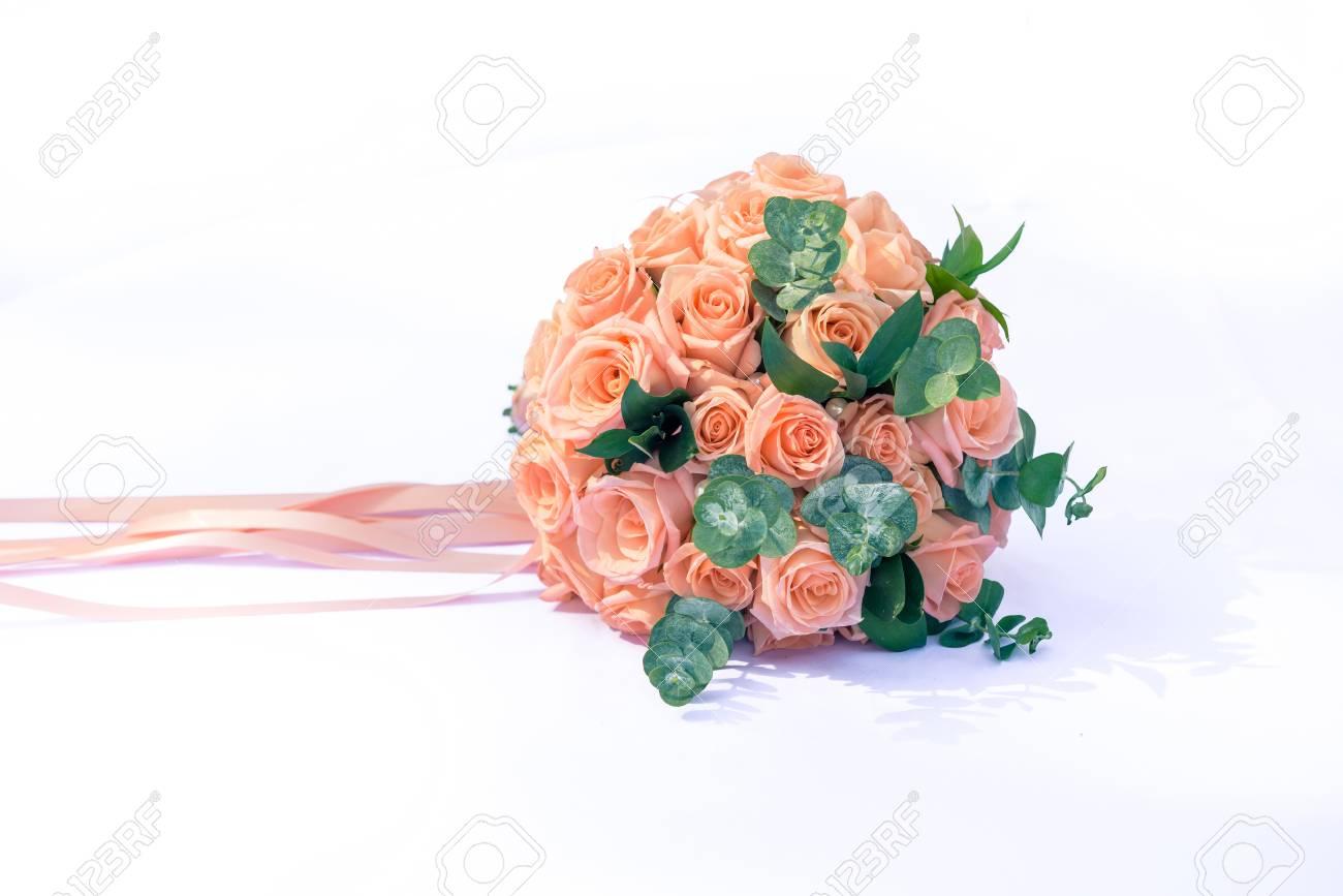 Bild Eines Hochzeitsstrausses Hochzeitsstrauss Aus Rosen Liegend Auf