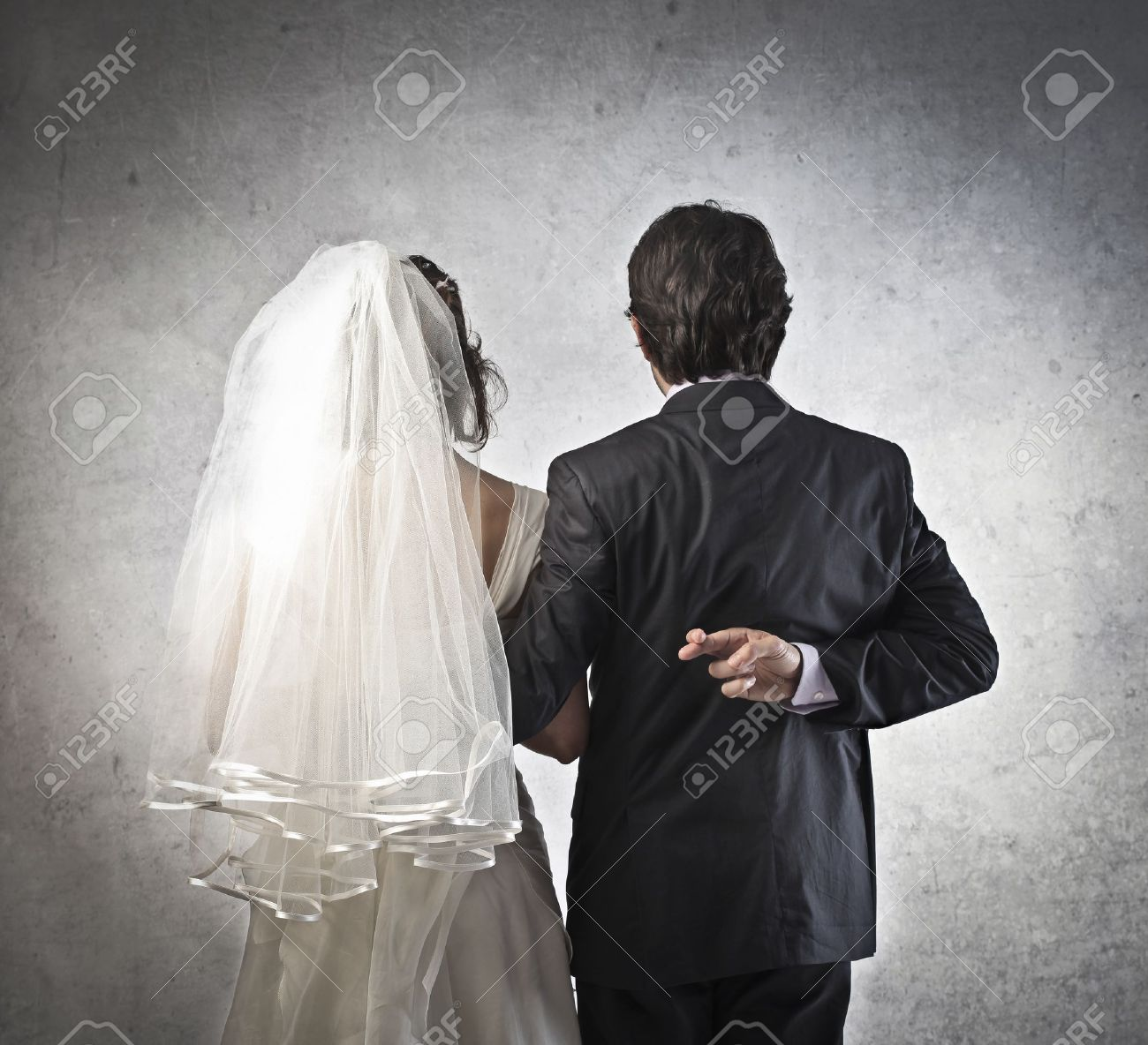 Married couple with husband crossing his fingers behind his back - 13361072