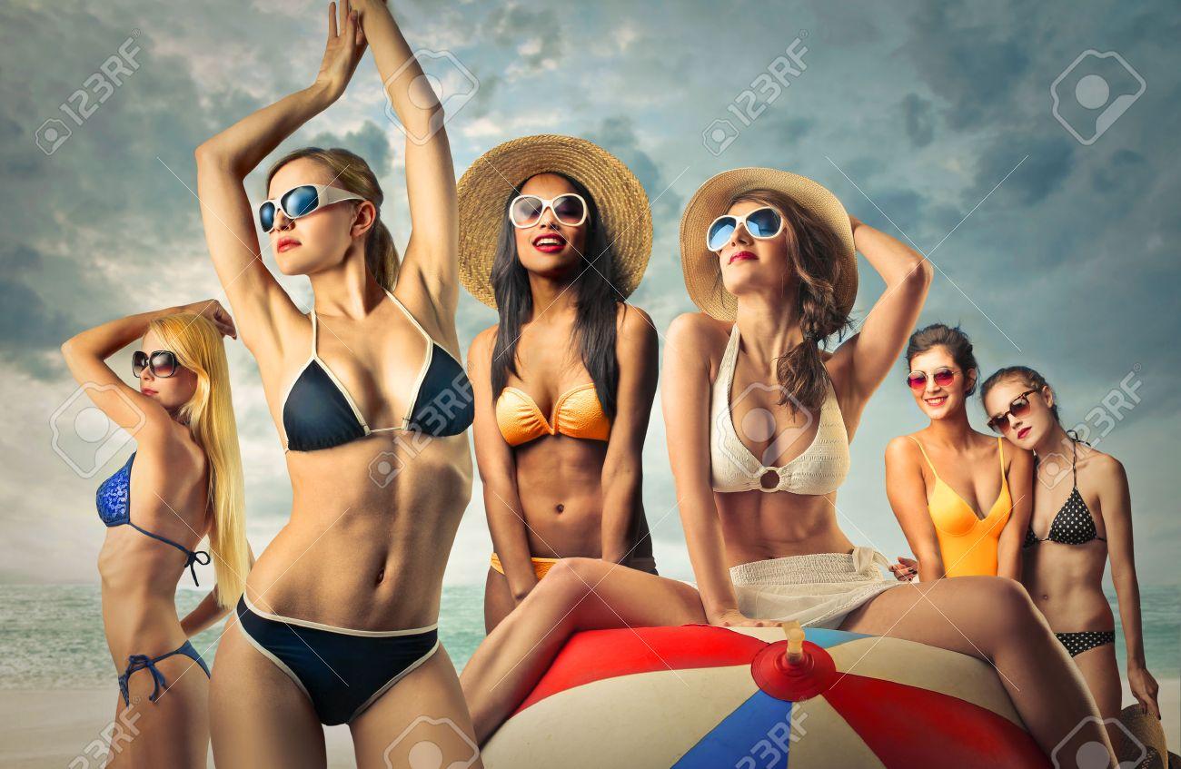 Estremamente Bella Ragazza Mora Sulla Spiaggia Foto Royalty Free, Immagini  AP76