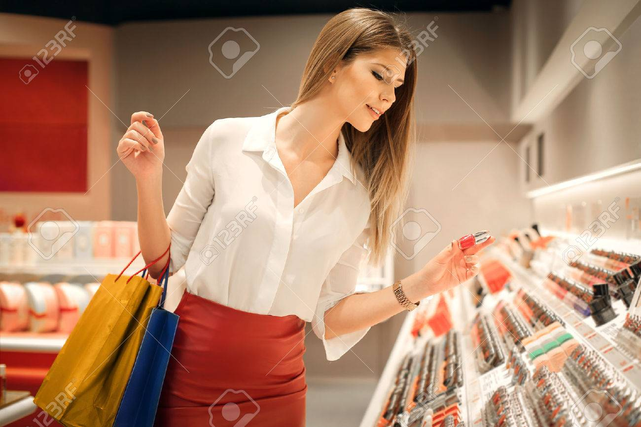 Woman choosing the right colour - 50739869