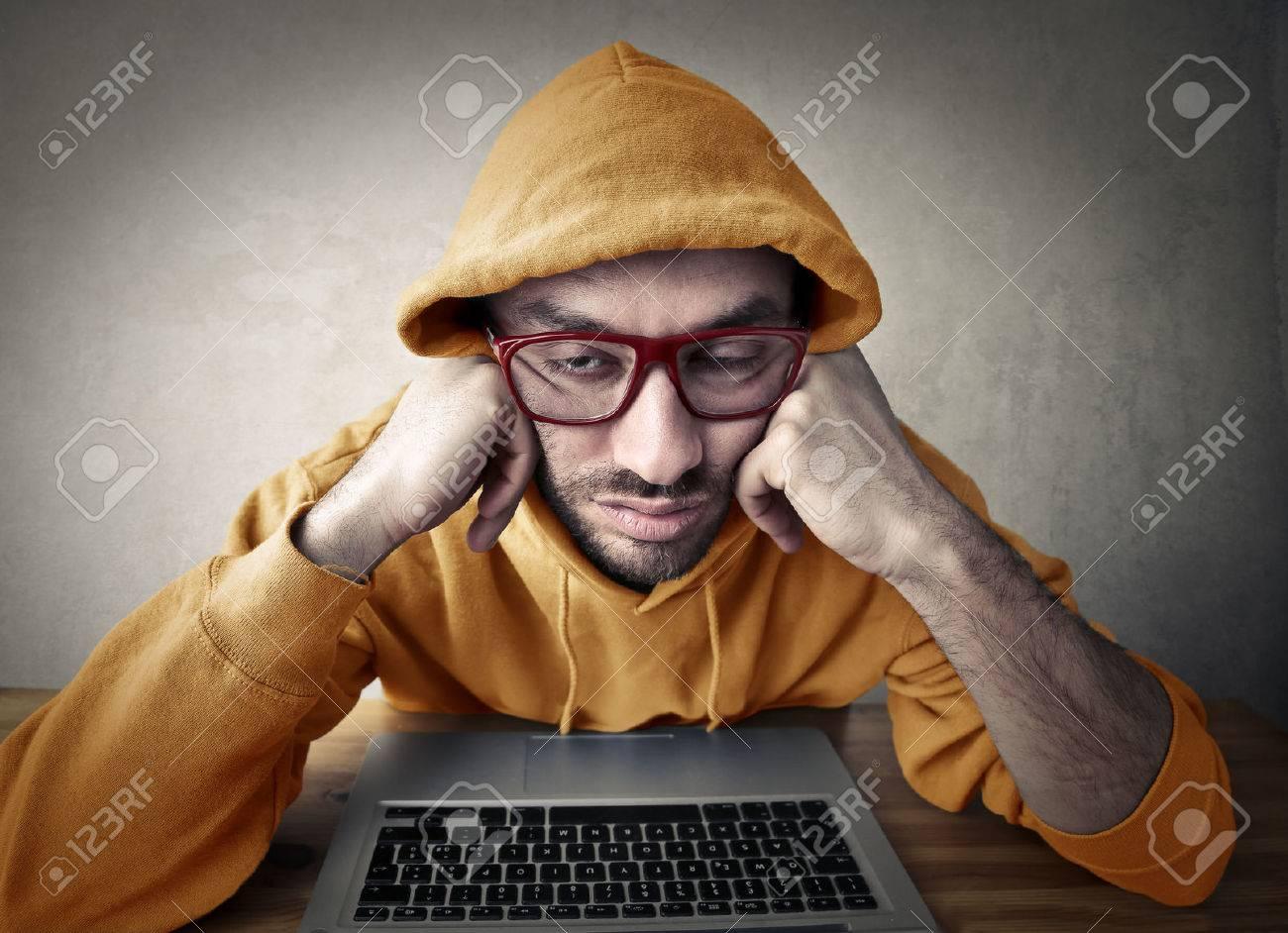 Nerd man falling asleep Standard-Bild - 50740233