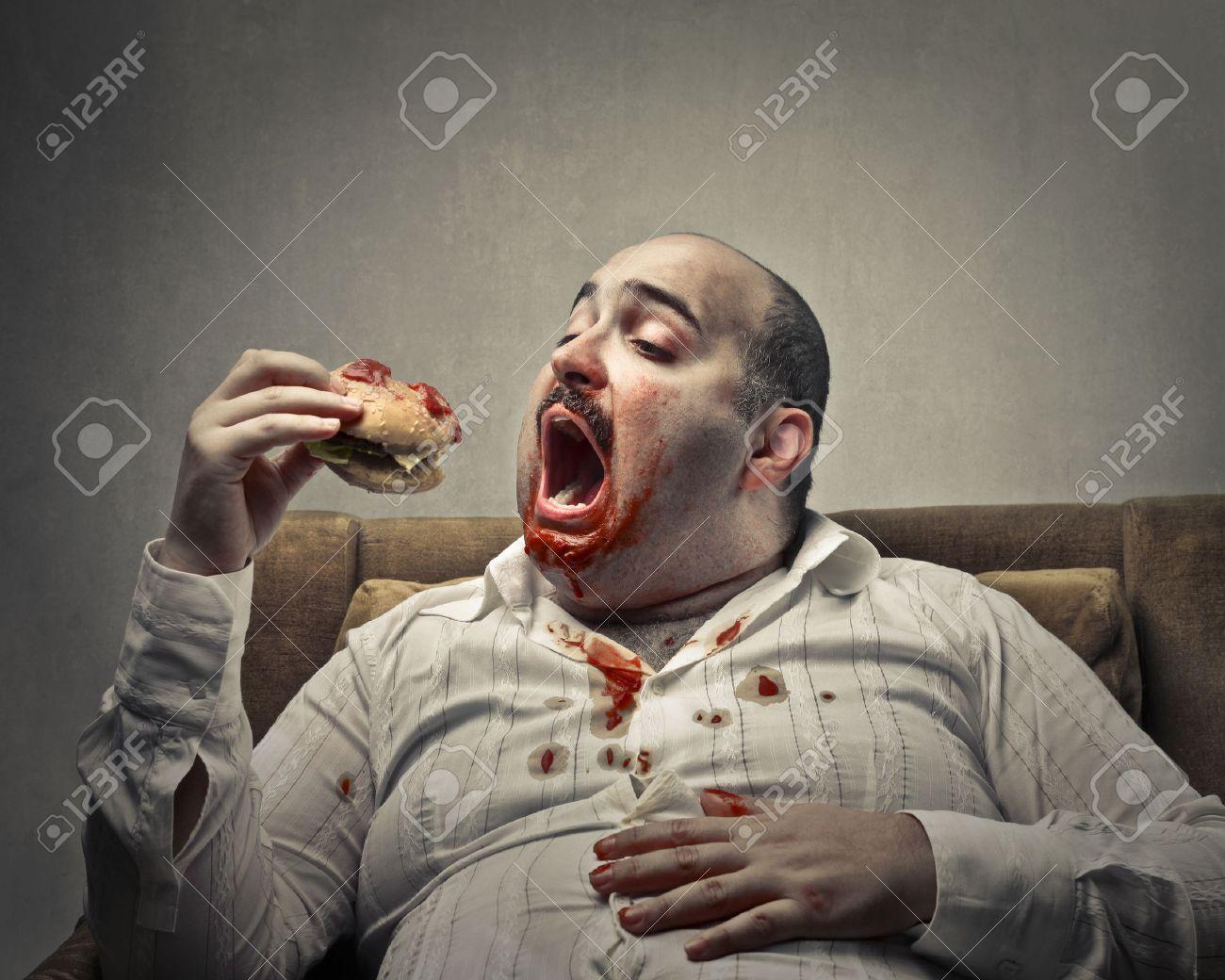 Fetter Mann, essen ein Sandwich Standard-Bild - 50741150