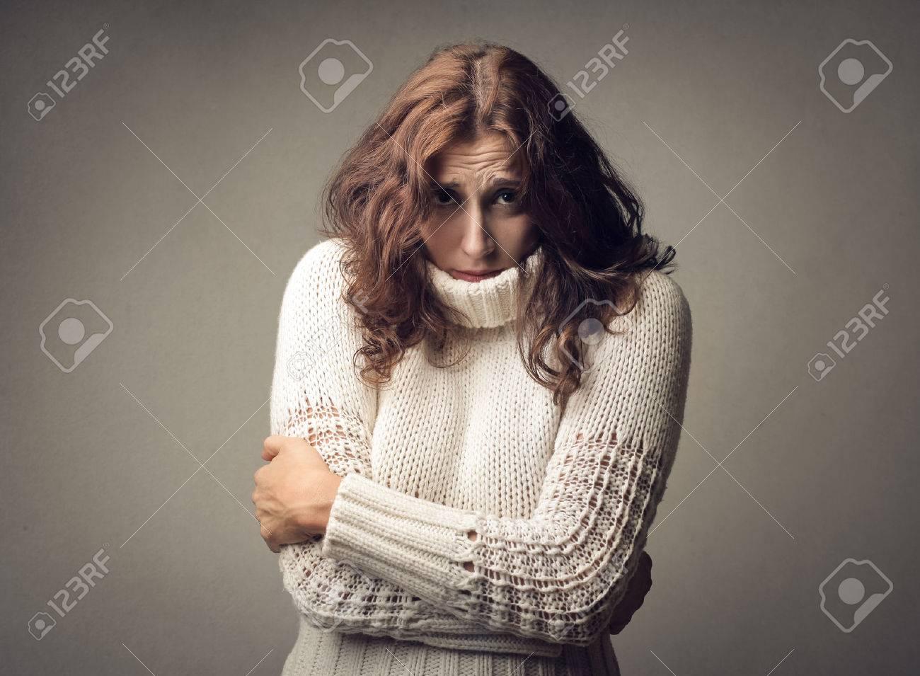 Woman feeling cold Standard-Bild - 59114942
