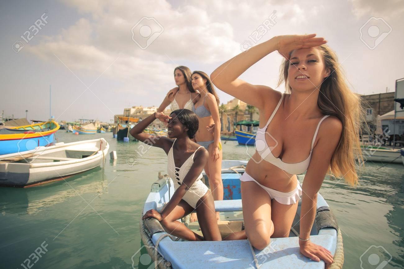 Mädchen auf einem Boot — foto 5
