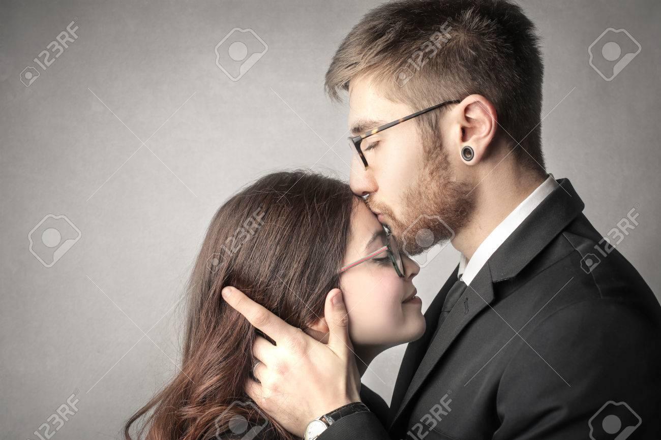 Die ein stirn auf kuss Kuss auf