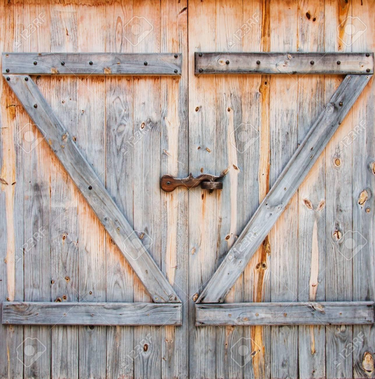 Merveilleux Detail Of Wooden Barn Door Stock Photo   15809516