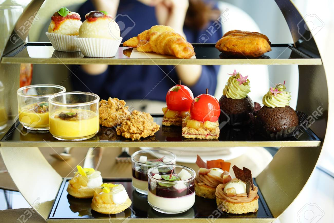 https://previews.123rf.com/images/boysintown/boysintown1710/boysintown171000074/88020016-afternoon-tea.jpg
