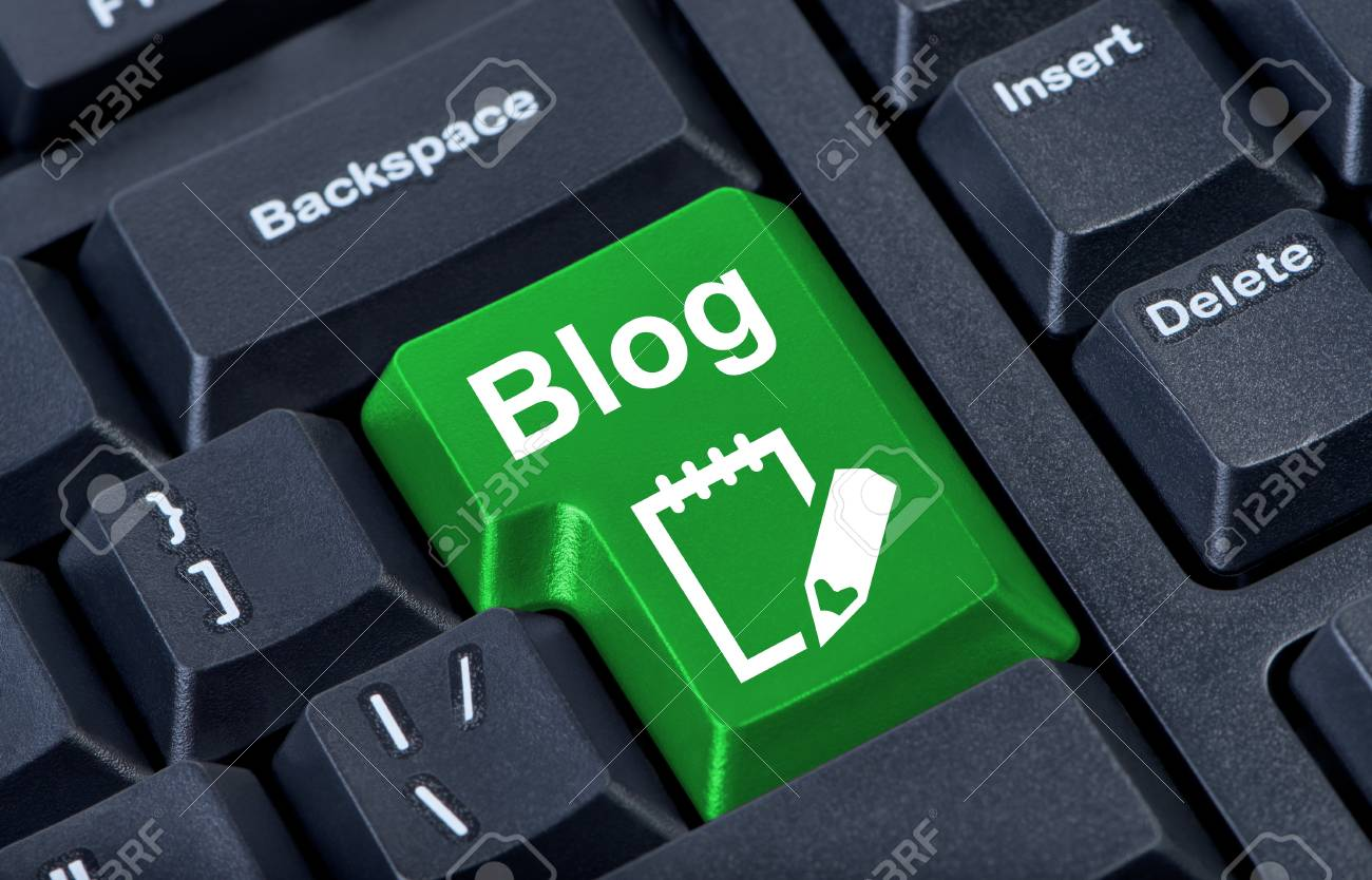 Green button with icon blog, internet concept. Stock Photo - 10195636