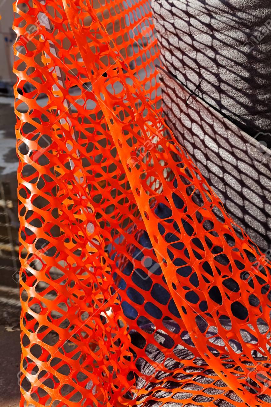 Rete In Plastica Per Cantiere.Immagini Stock Rete Di Sicurezza In Plastica Rossa Per Cantiere