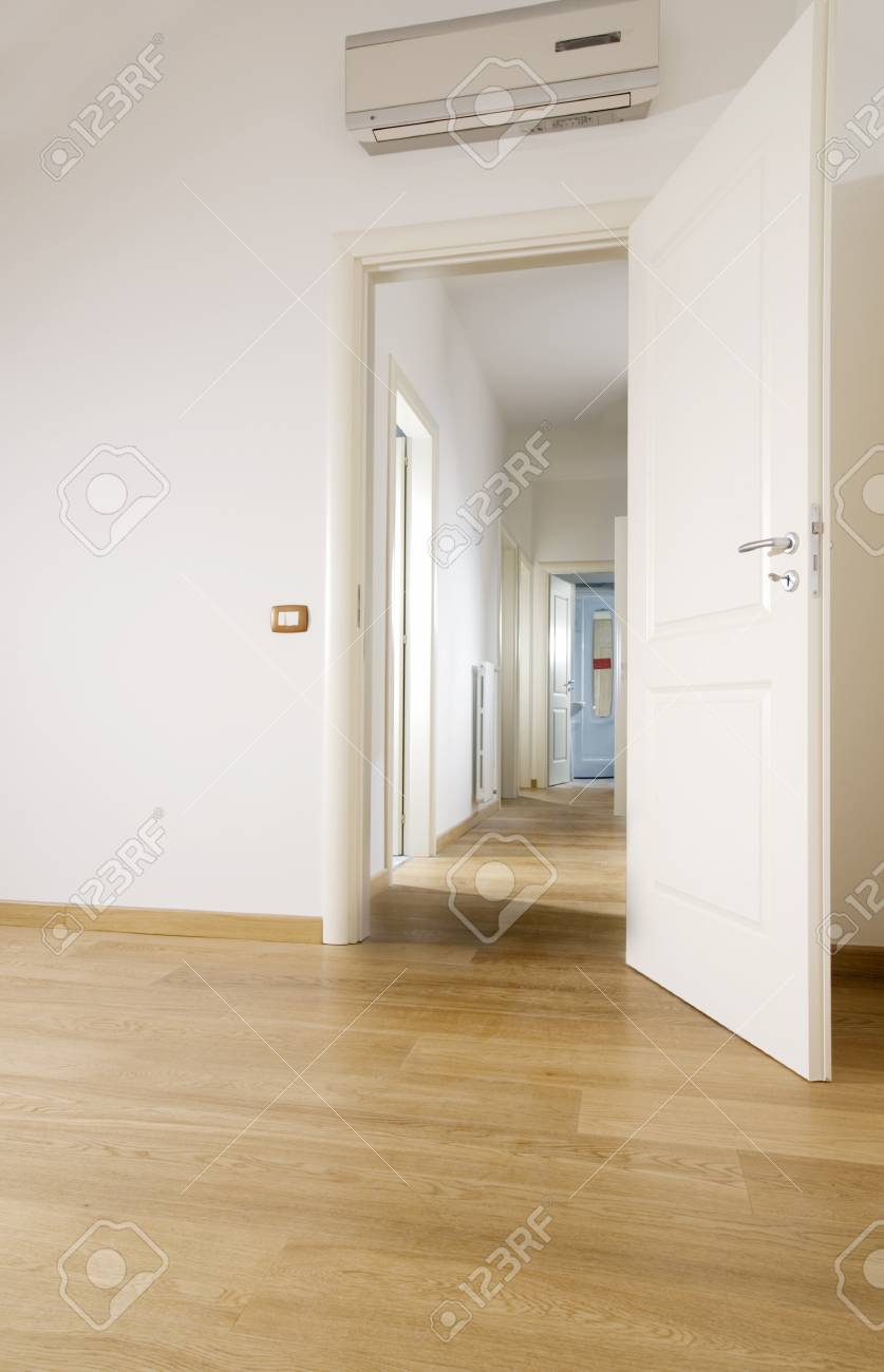 empty room with hardwood floor Stock Photo - 4141940
