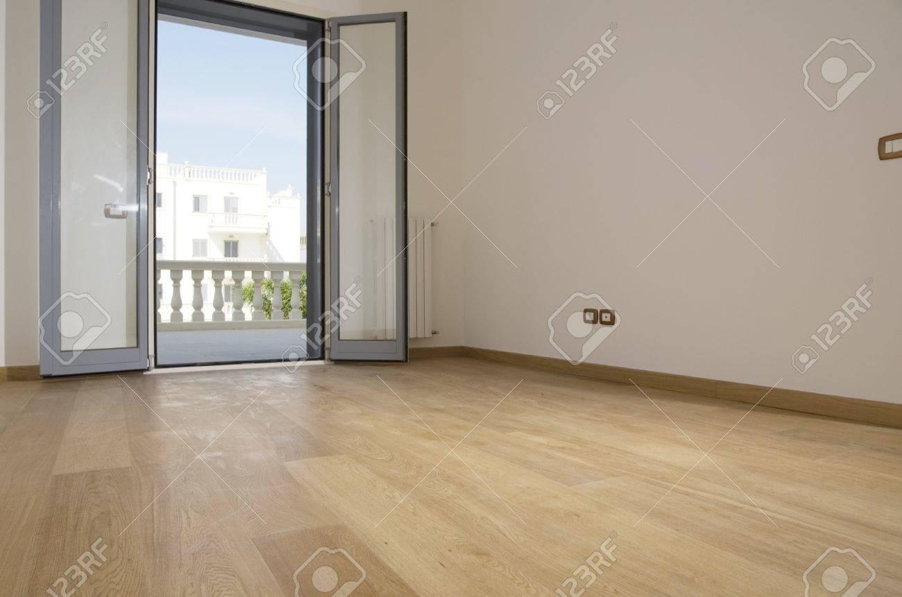 empty room with hardwood floor Stock Photo - 4141944
