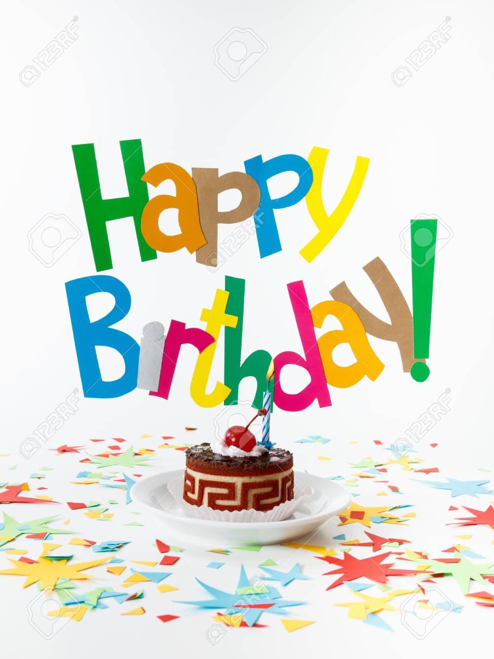 Text Geburtstagsgrüße Und Eine Brennende Kerze Auf Dem Kuchen