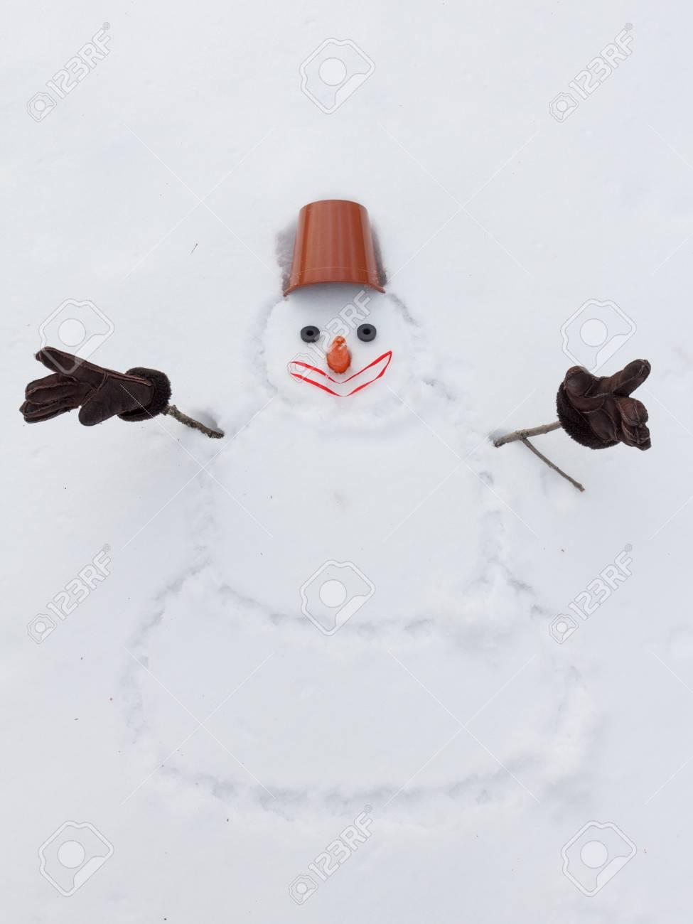 Schneemann Des Neuen Jahres Anstelle Der Hande Mit Handschuhen Und