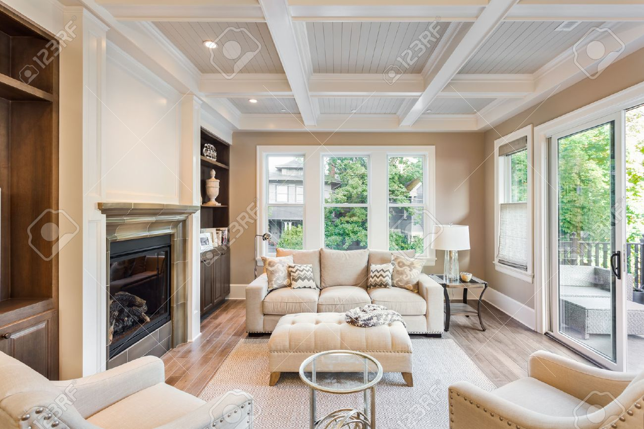 mooie woonkamer met hardhouten vloeren in de nieuwe luxe huis, Deco ideeën